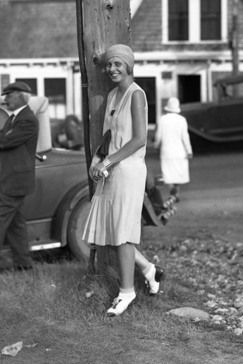 hbz-fashion-by-decades-1920-gettyimages-574010941