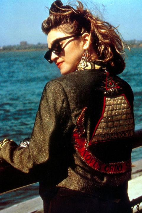 hbz-fashion-by-decades-1980-575e18d5-4ff4-4c7b-b6da-889019abed8a