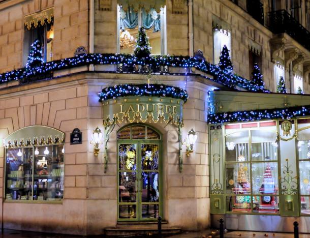 laduree-macaron-christmas-trees-at-intercontinental-paris-le-grand-hotel